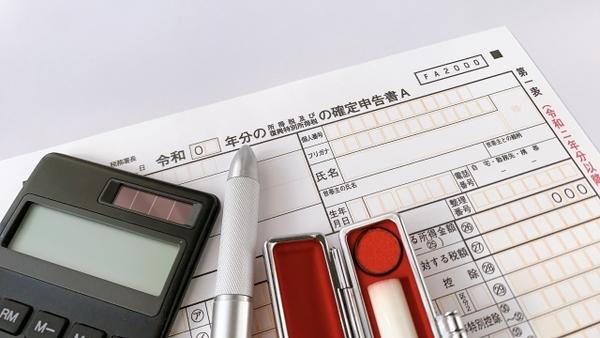 【0010】民間出身の国税審判官の年収